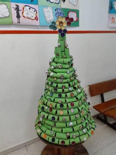 arbol reciclado infantil colegio garcia galdeano